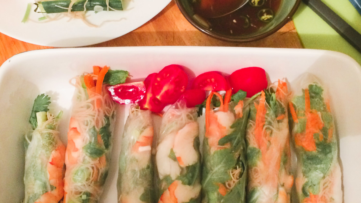 Spring Rolls with Shrimps and Green Tea Noodles
